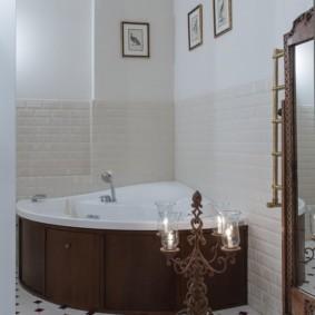 Напольный канделябр в ванной комнате