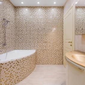 Мелкая керамическая плитка в ванной комнате
