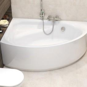 Угловая ванна с местом для сидения