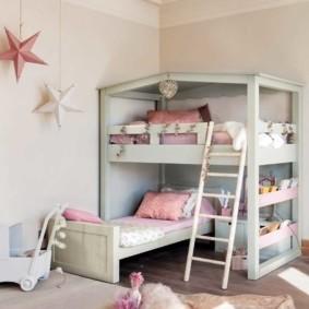 Приставная лесенка у детской кровати