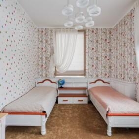 Небольшая спальня для девочек близняшек