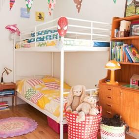 Гирлянда из флажков в детской комнате