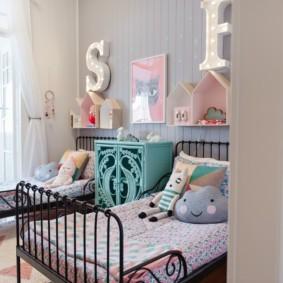 Спальная зона комнаты для двоих детей