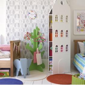 Игровой домик в качестве разделителя пространства в детской
