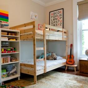 Двухъярусная кровать на деревянном каркасе