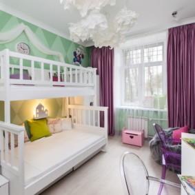 Дизайн детской с фиолетовыми шторами