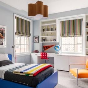 Детская спальня с двумя окнами