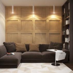 Декор деревянными панелями стены за диваном