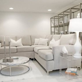 Светлая мебель с тканевой обивкой