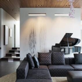 Черный рояль в загородном доме