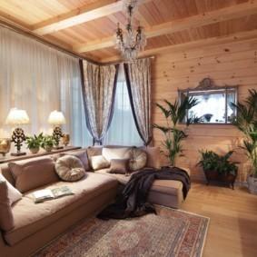 Деревянный дом с уютной гостиной