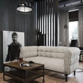 Брутальный журнальный столик в квартире мужчины