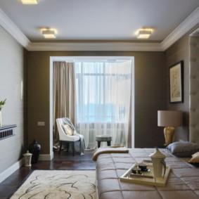 Накладные светильники на потолке спальни