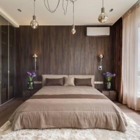 Ламинированные панели под дерево на стене спальни