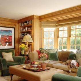 Деревянная отделка стен гостиной комнаты