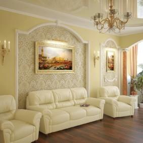 Картина в интерьере классической гостиной