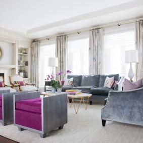 Мягкая мебель с обивкой из дорогой ткани