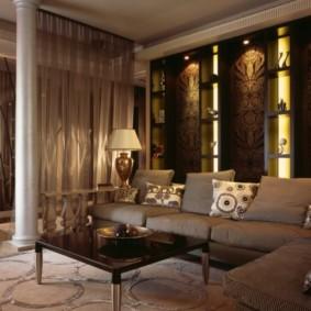 Ниши с подсветкой в стене гостиной