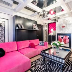Розовая обивка углового дивана