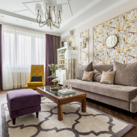 Раскладной диван с текстильной обивкой