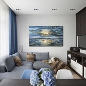 Коричневая мебель в маленькой гостиной