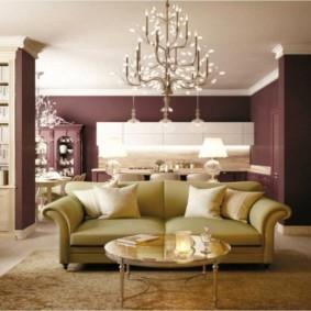 Широкий диван с удобными боковинами