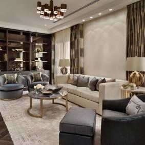 Ковер на полу гостиной в стиле неоклассика