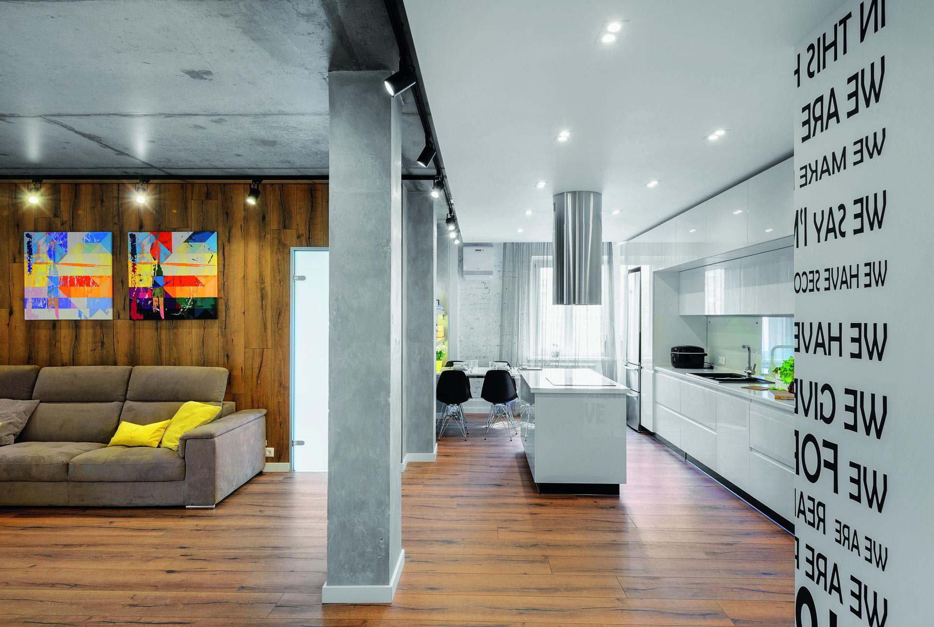 фото колонн в интерьере гостиной
