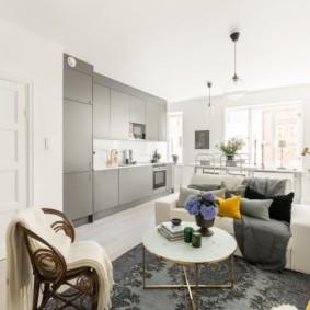 Место для приема гостей в однокомнатной квартире