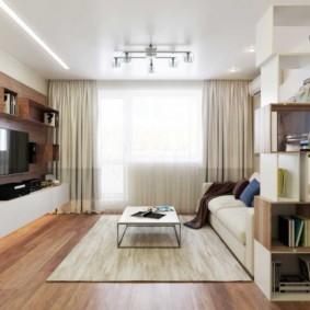 Дизайн гостиной с выходом на балкон