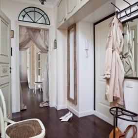 Оформление прихожей квартиры в классическом стиле
