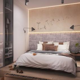 Широкая кровать на невысоком подиуме