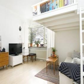 Лесенка на второй ярус однокомнатной квартиры