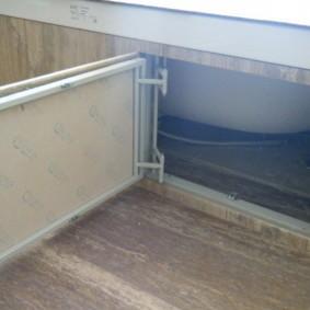 Поворотный люк под акриловой ванной