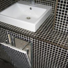 Откидной люк под раковиной в ванной комнате
