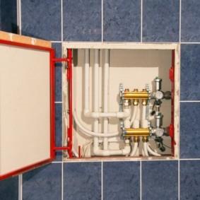 Коллектор отопления в скрытом коробе с люком