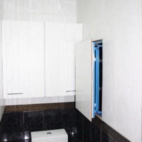 Нажимной люк в стене туалета