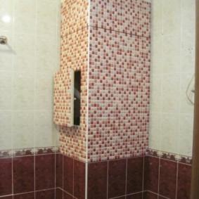 Короб в углу ванной для инженерных коммуникаций