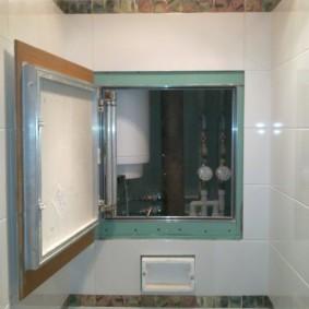 Потайная дверца для обслуживания водонагревателя