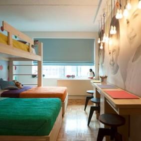Деревянная мебель в комнате для троих детей