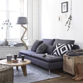 Прямой диван раскладной конструкции
