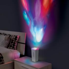 Проекционный ночник на прикроватной тумбе