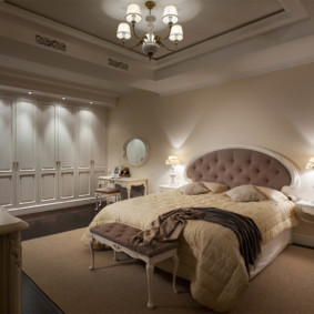 Классическая кровать с овальным изголовьем