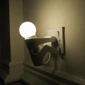Ночник оригинального дизайна с матовой лампой
