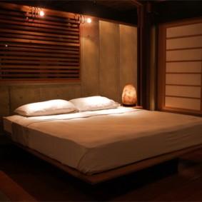 Романтическая атмосфера в спальне супругов