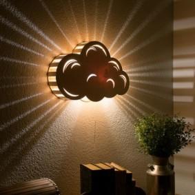 Рассеянный свет от настенного светильника
