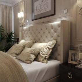 Светлая кровать с массивным изголовьем