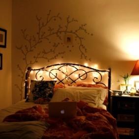 Оригинальная подсветка металлического изголовья кровати