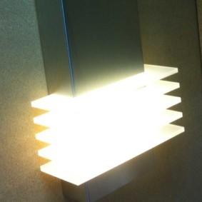 Яркий свет от ночного светильника