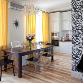 Желтые занавески в кухне-гостиной